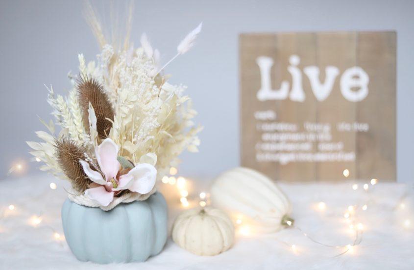 Herbst-DIY   Kürbis mit Trockenblumen